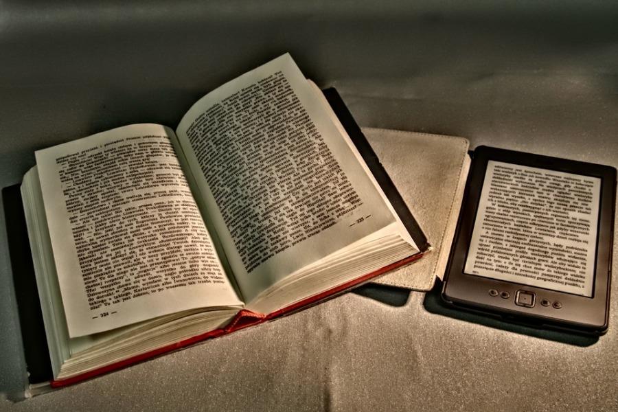 book and e reader
